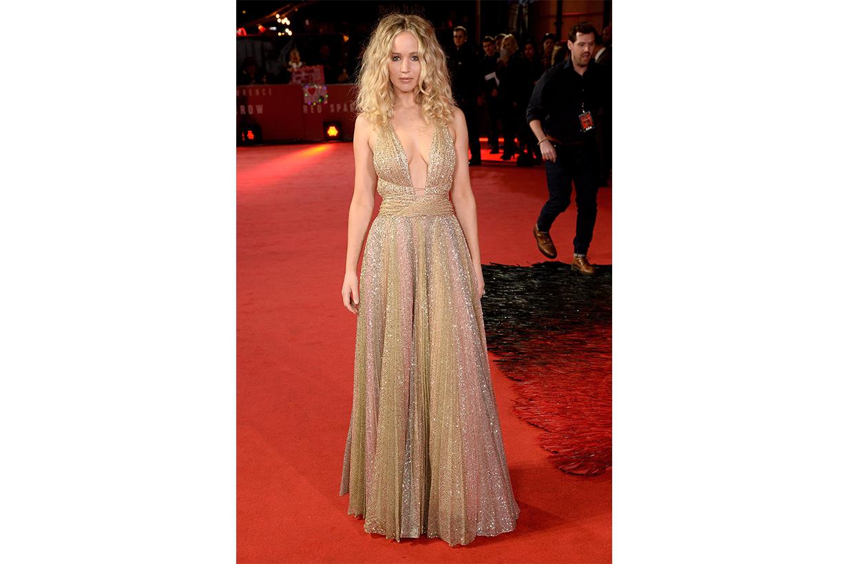 Jennifer Lawrence 的 Dior 禮服做工有多複雜 光從布料的處理便讓你大開眼界