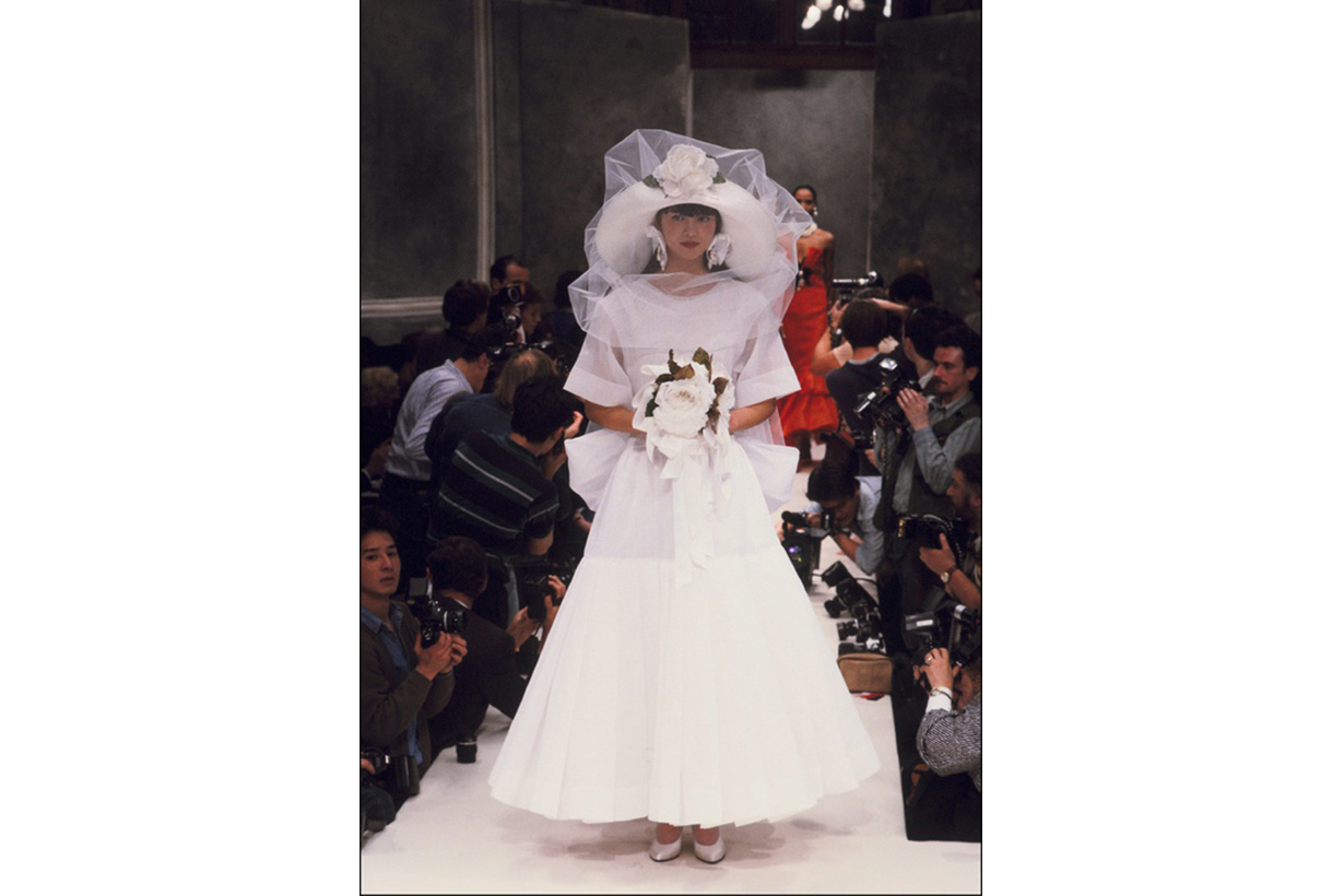Dior 經典婚紗設計回顧,感受優雅與前衛的微妙平衡