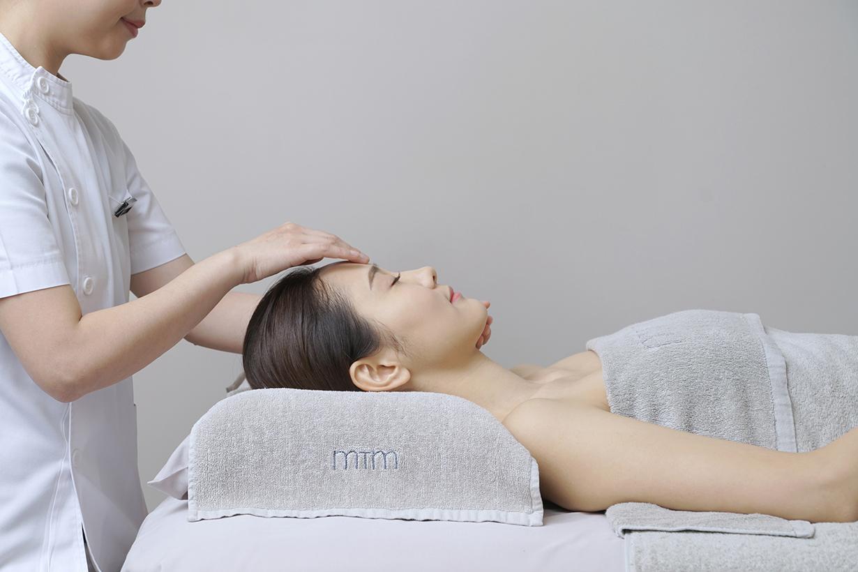 MTM Custom-Blended Re-White facial treatment