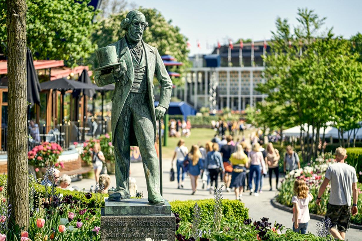 Georg Carstensen Statue