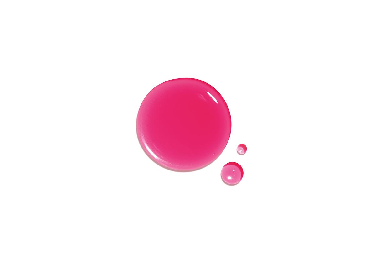 Clarins 新推的唇水以水為基底,沒想到塗上後反而更鎖色更輕盈