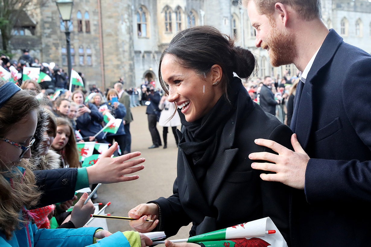 Meghan-Markle greeting the crowds