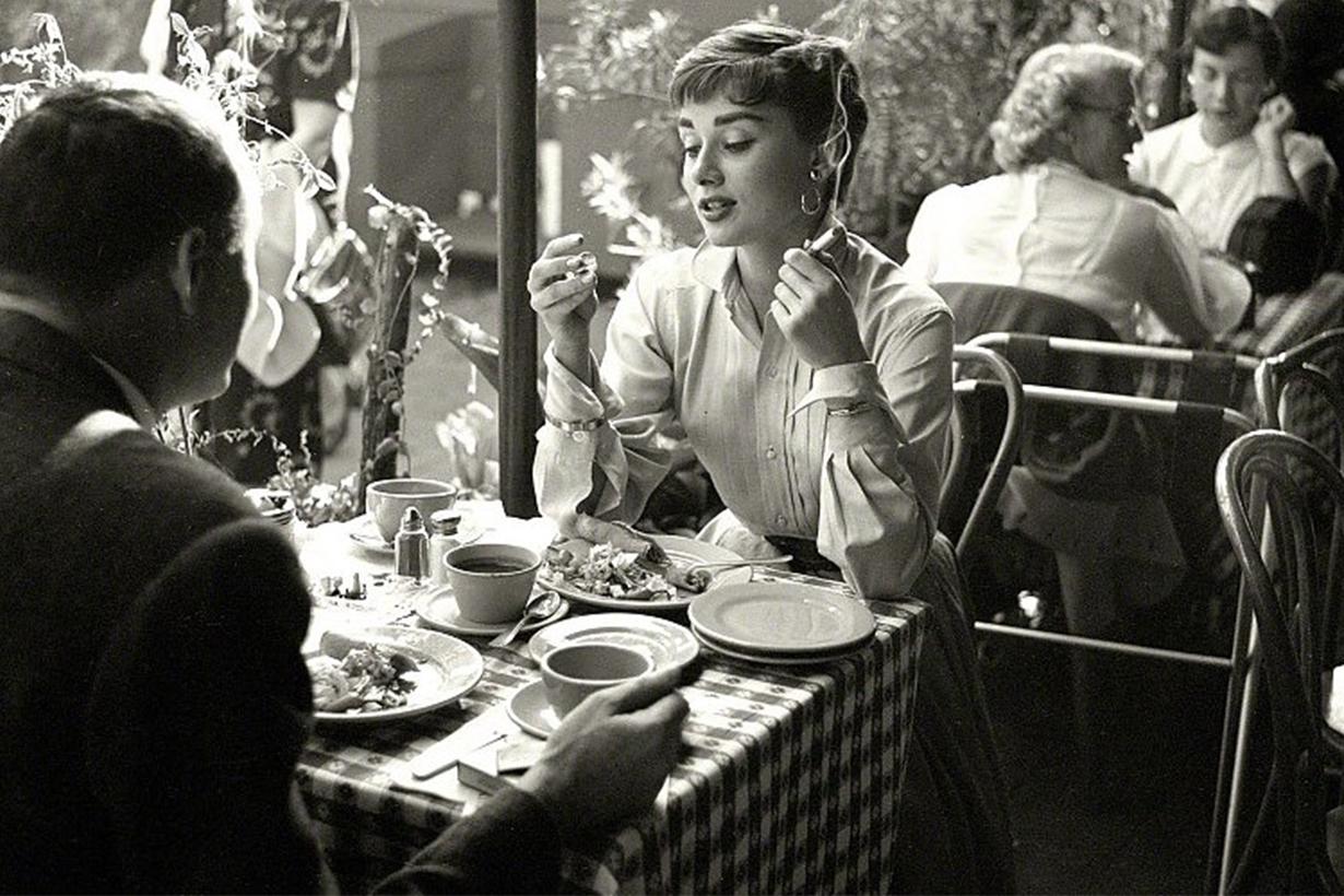 Audrey Hepburn Smoke Ciagrette