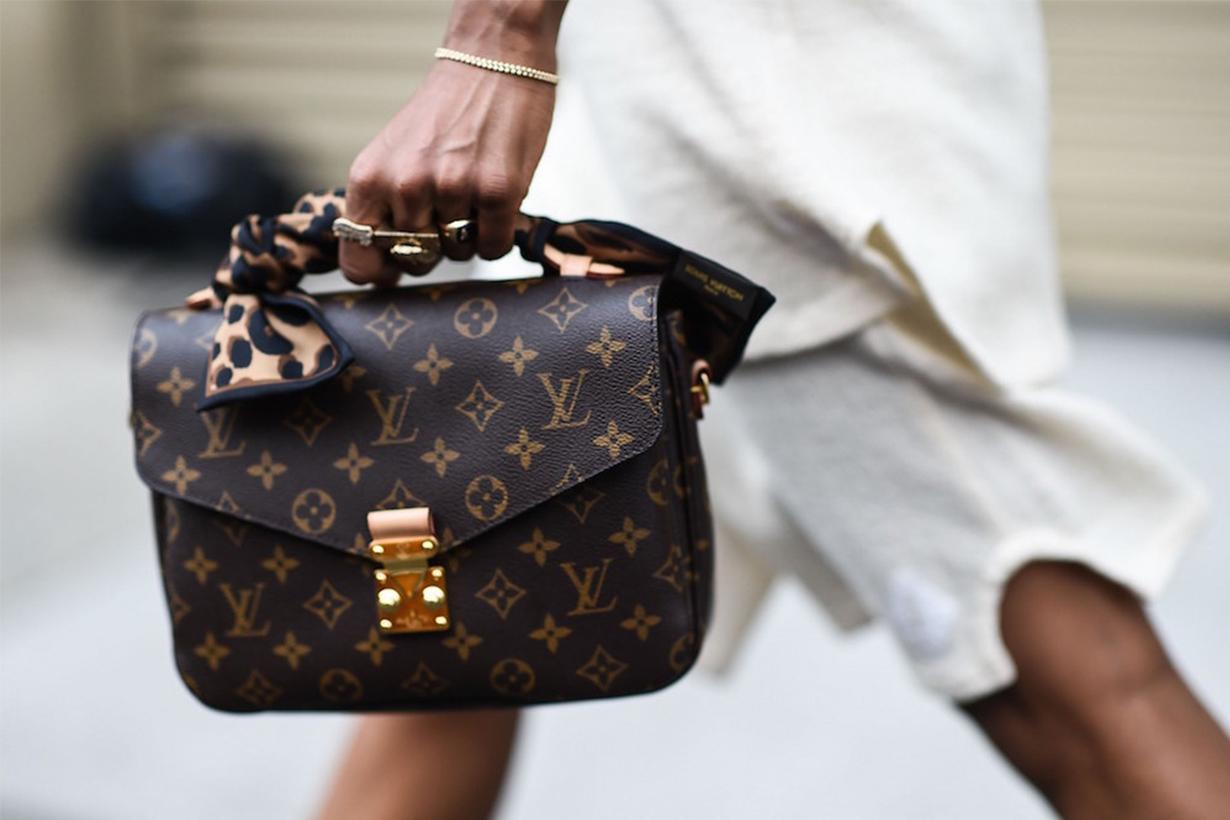 Louis Vuitton Pochette Metis Monogram Canvas Bag Street Style