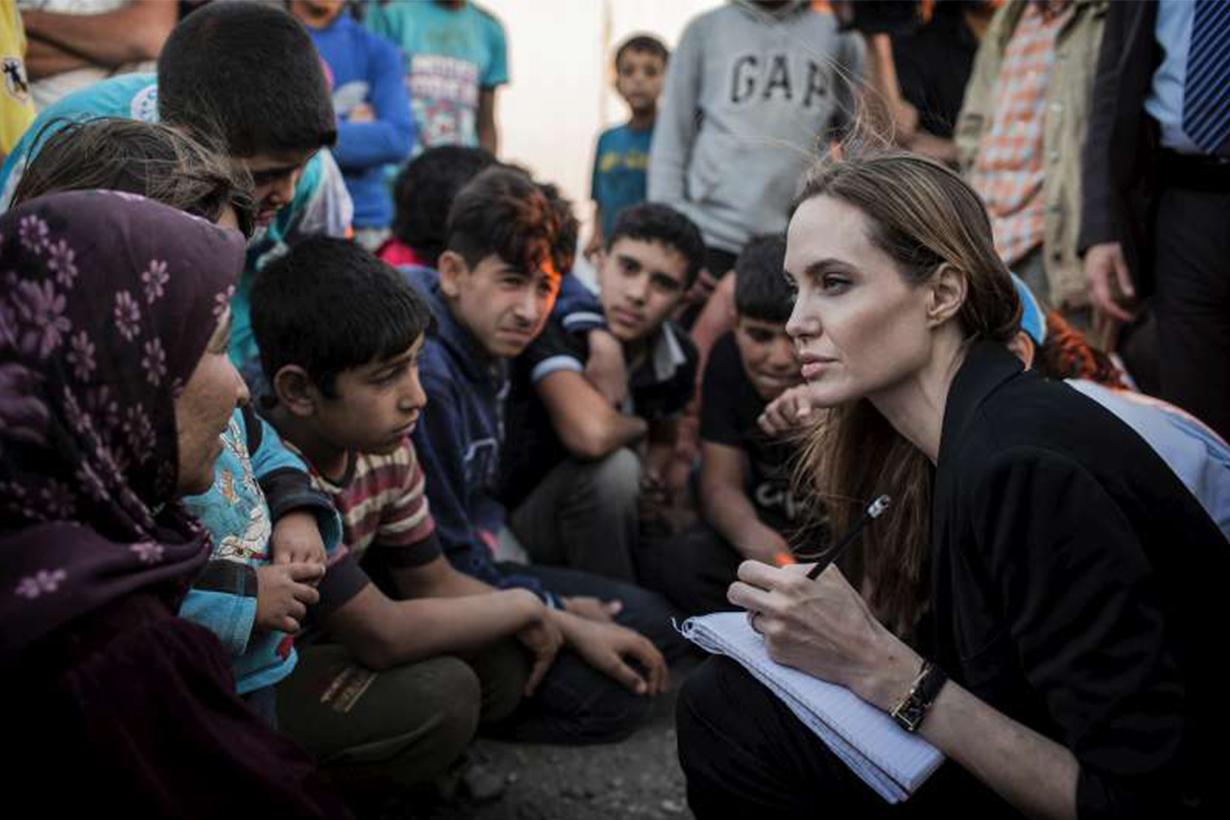 Angelina Jolie Visited refugees