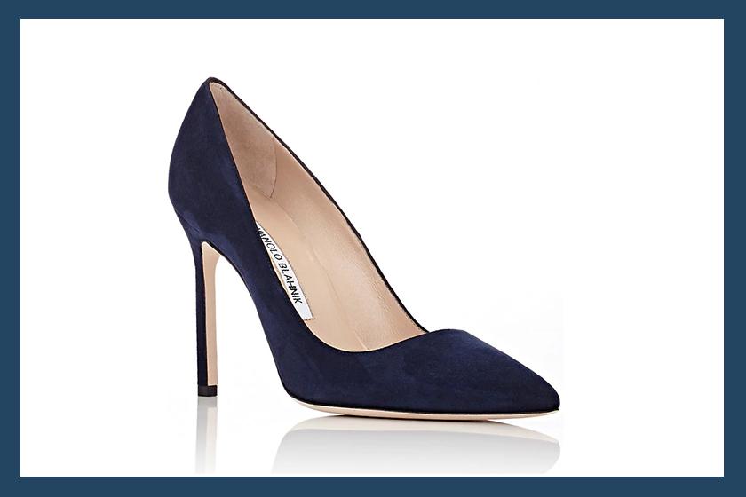 meghan-markle-manolo-blahnik-navy-heels