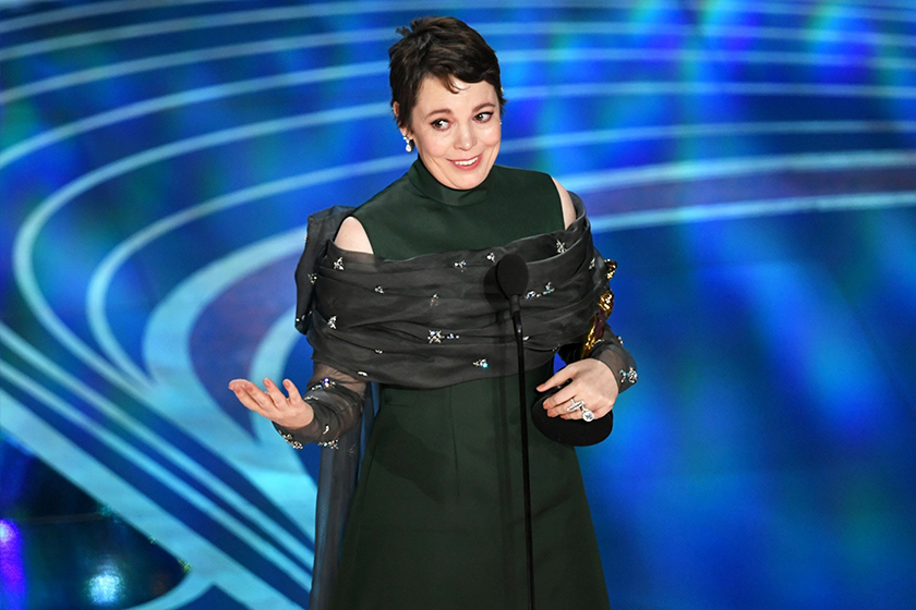 olivia-colmans-oscar-2019-prada-winning-dress