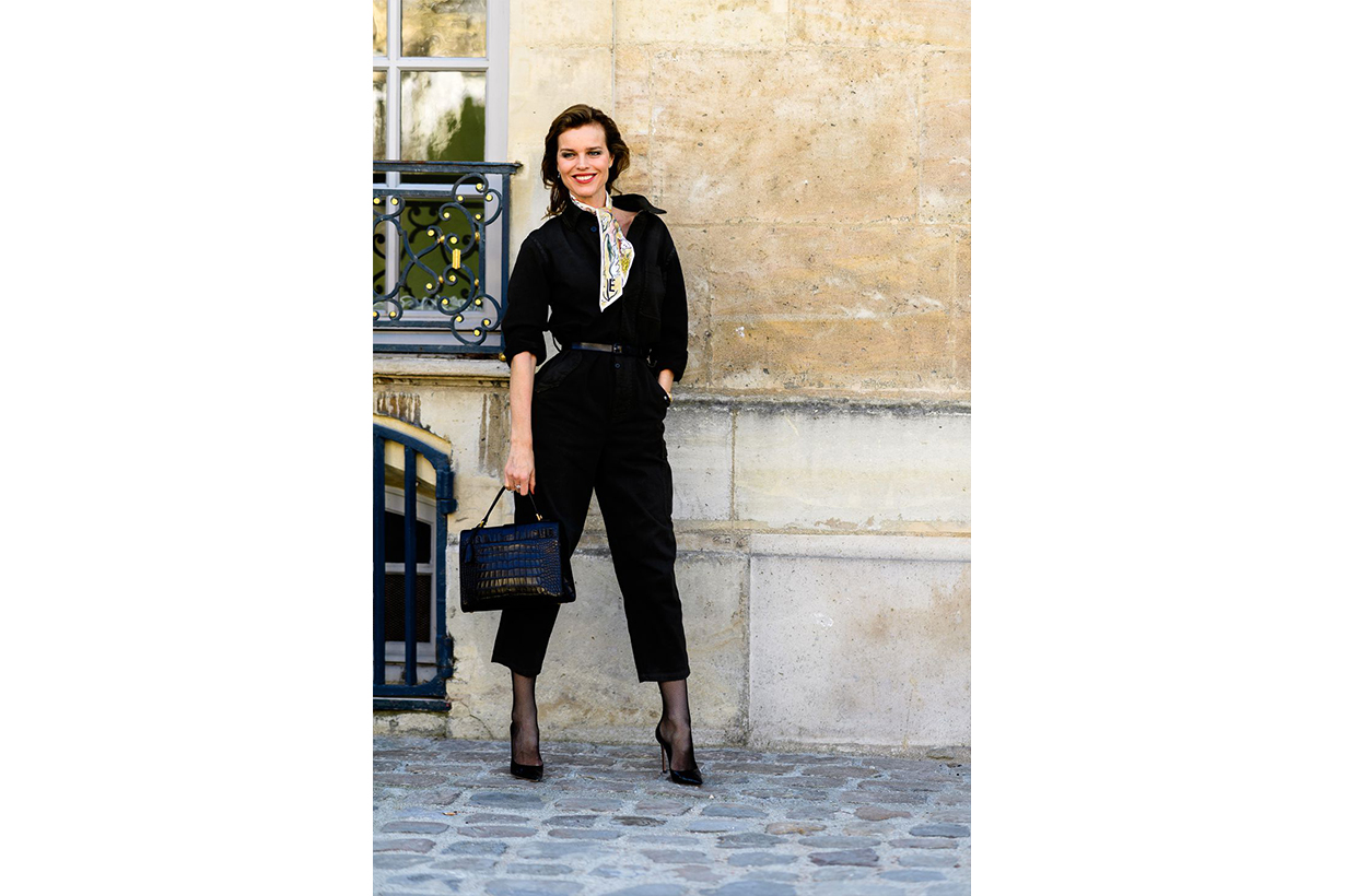 Silk Scarf All Black Outfit Street Style