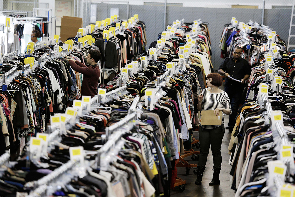 Fast fashion have a new threat by Second-hand clothing market