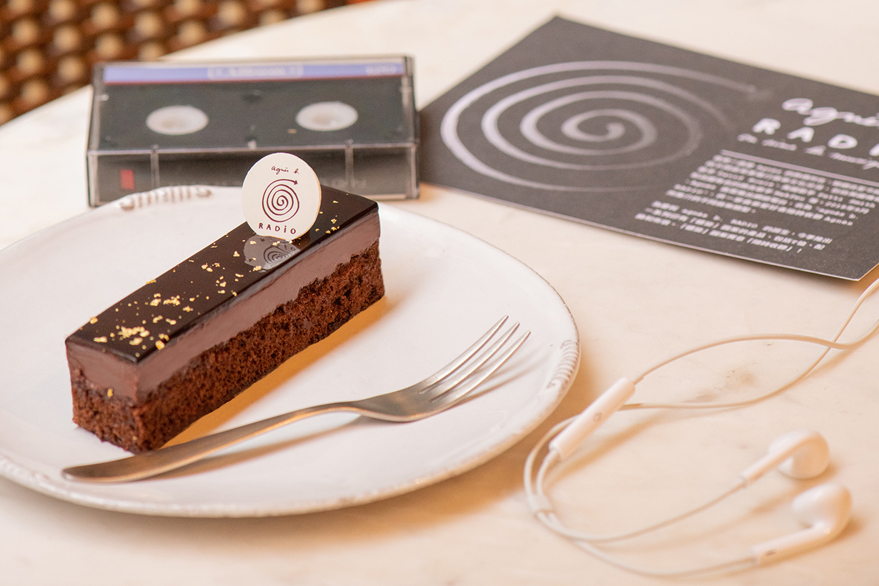agnes-b-radio-cake