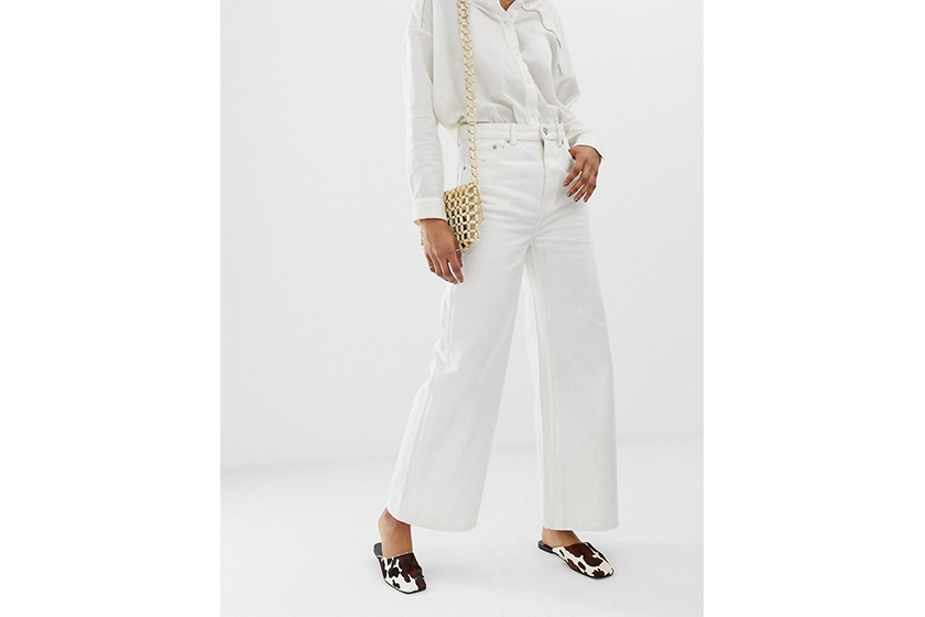 french style wardrobe essentials white shirt white jeans blazer block heels straw bag