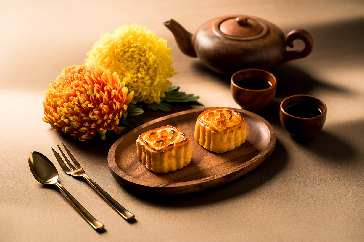 Ying Jee Club-Mini Egg Custard Mooncakes-4