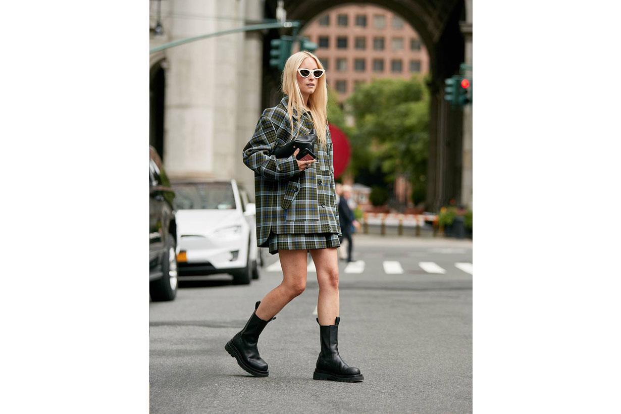 boots skirt