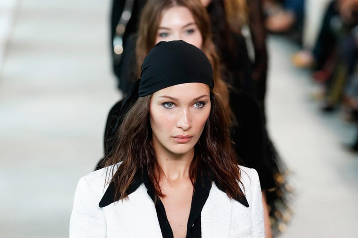 只需開胸毛衣加上冷帽,Bella 這身 Off-duty 打扮又酷又性感!
