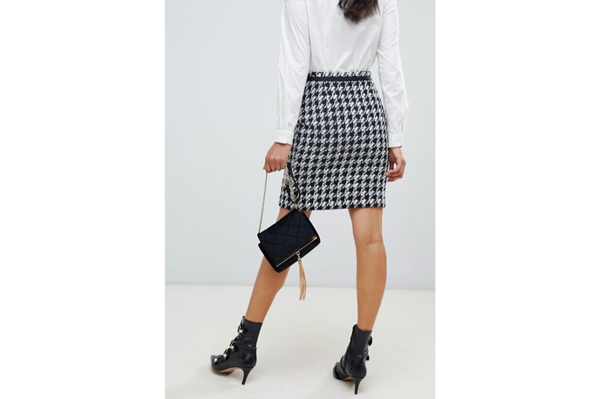 Morgan Houndstooth Asymmetric Button Front Skirt in Mono