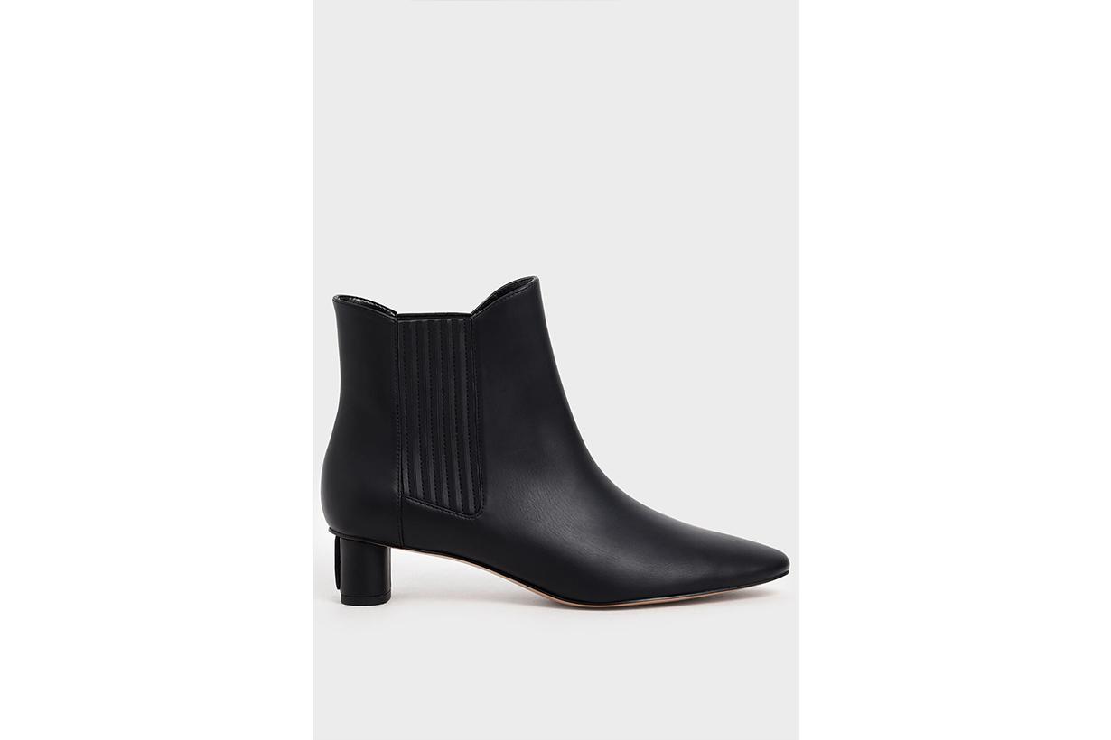 Cylindrical Heel Chelsea Boots