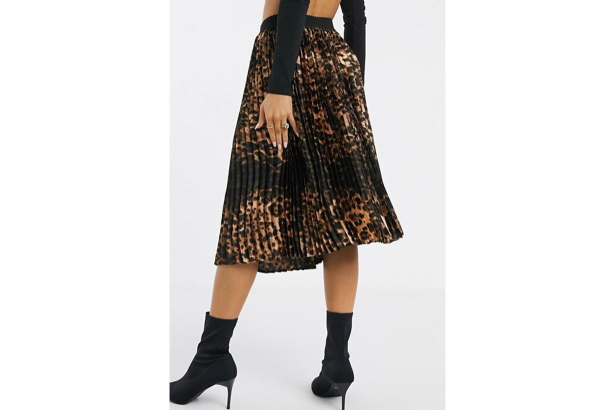 PrettyLittleThing Pleated Midi Skirt in Leopard Print