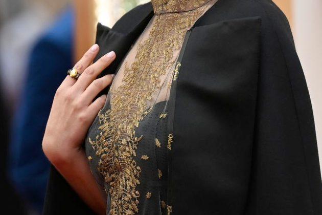 natalie portman oscars academy awards red carpet 2020 dior cape all female director