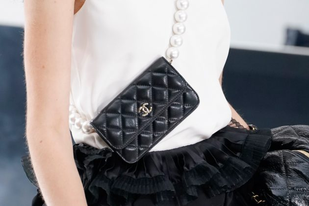 chanel pearl bag paris pfw 2020 fw