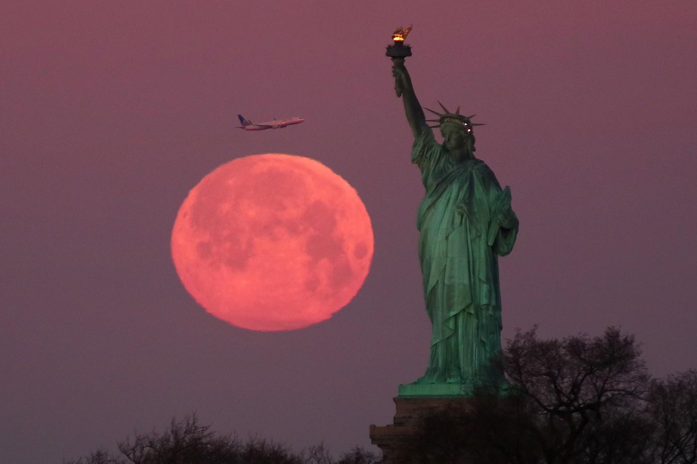 2020 Super Pink Moon April