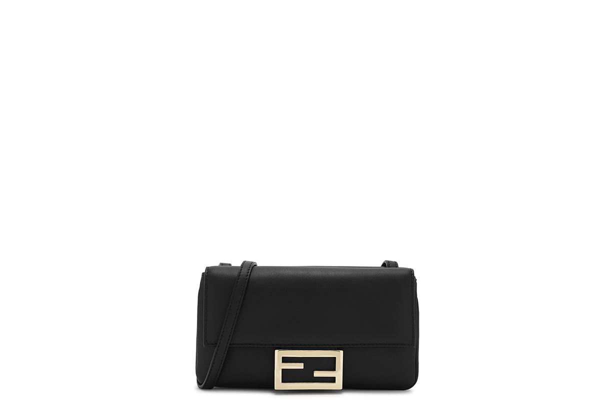Iconic Bag IT Bag Handbags 2020 Must Buy Items Handbags Trend Loewe Bucket Bag Fendi Baguette Stella Mccartney Off-White Canvas Tote Bag Givenchy Jil Sander Shoulder Bag Valentino Cross-body Bag Saint Laurent Sunset Loewe Puzzle Bag