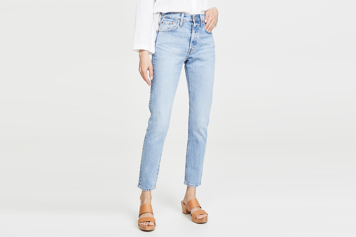 light wash jeans outfits 2020ss