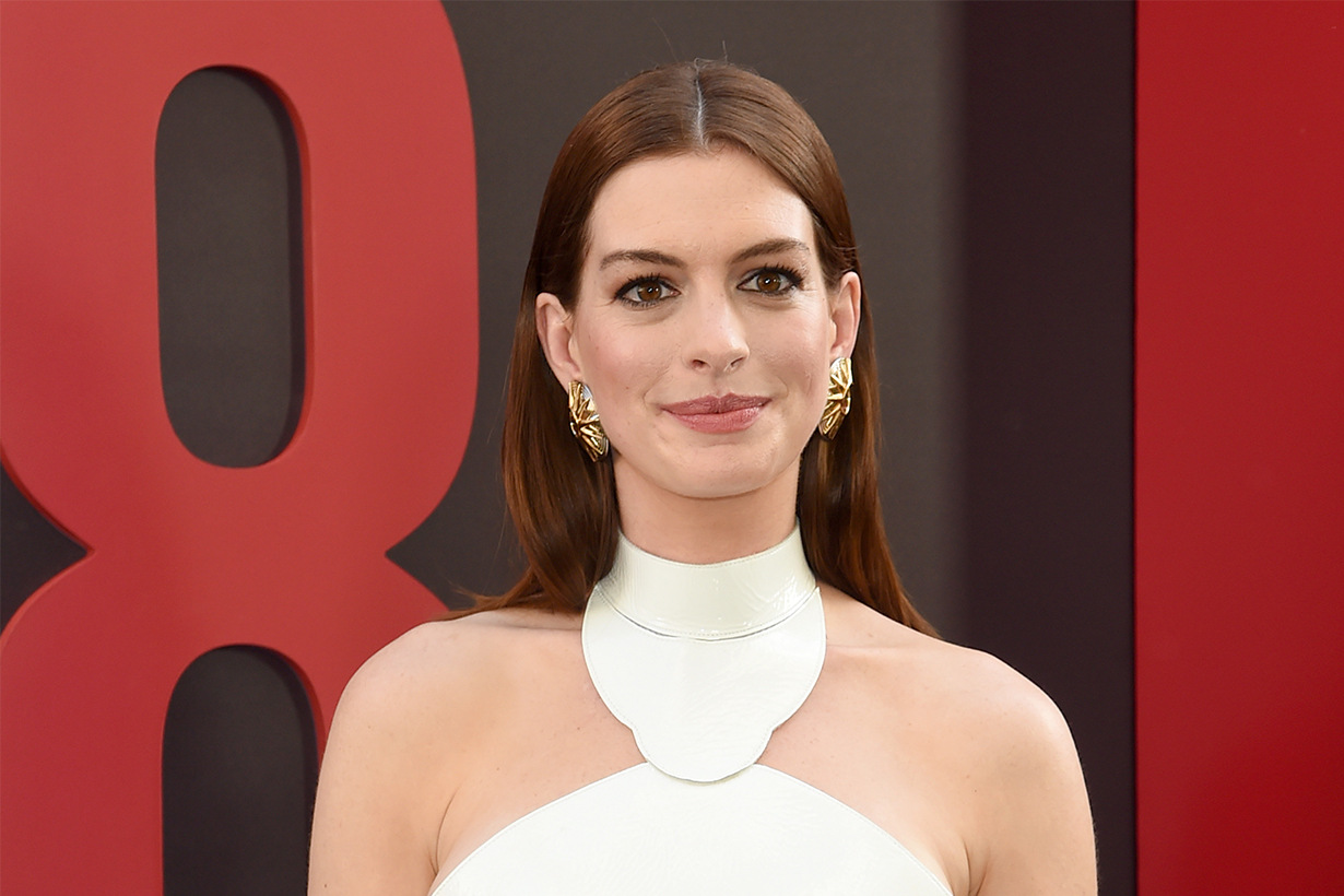 Anne Hathaway reveals Christopher Nolan no chairs on set rule
