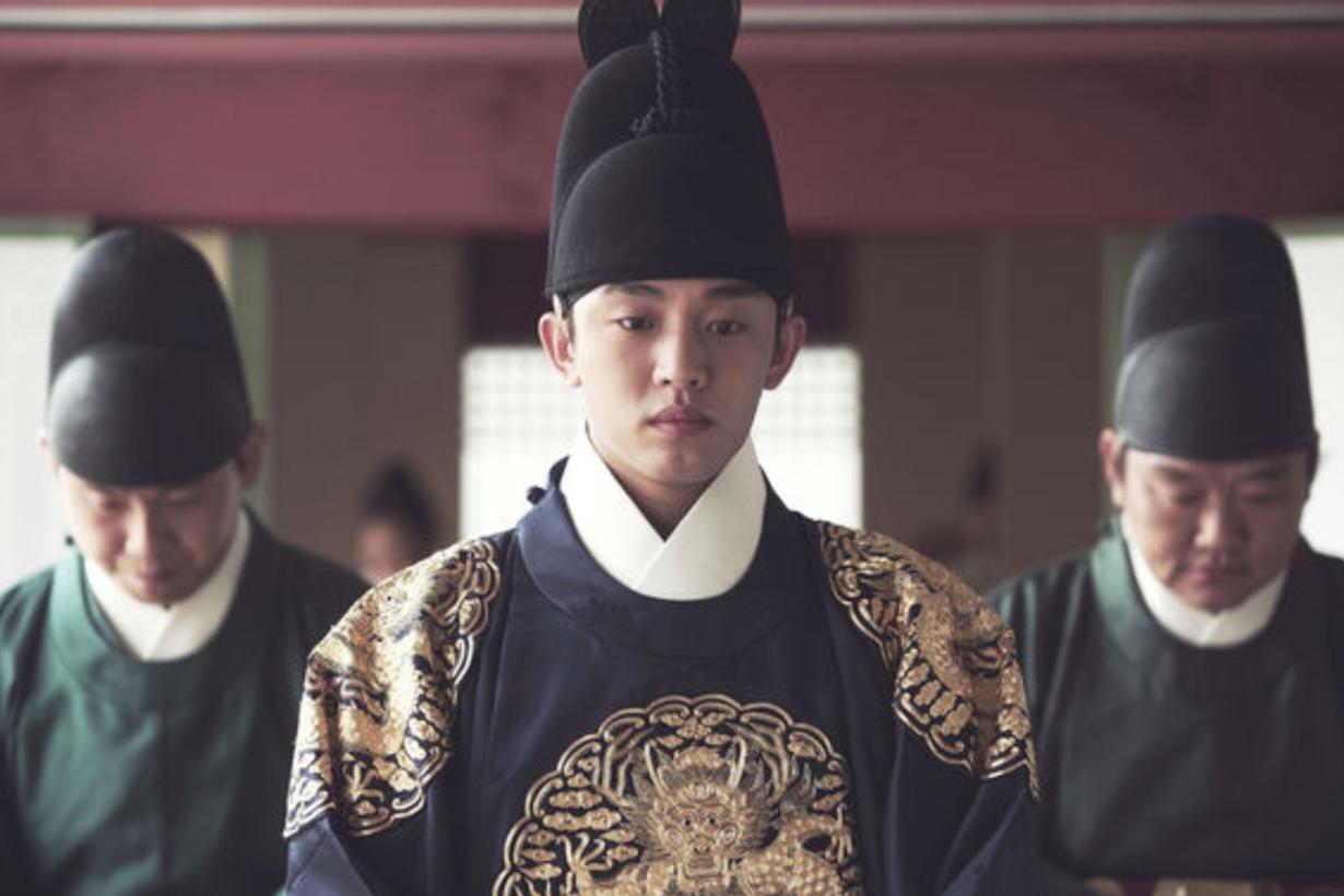 Yoo Ah In Alive Park Shin Hye Song Hye Kyo Secret Love Affair Kim Hee Ae The Throne Veteran Burning  Korean idols celebrities actors