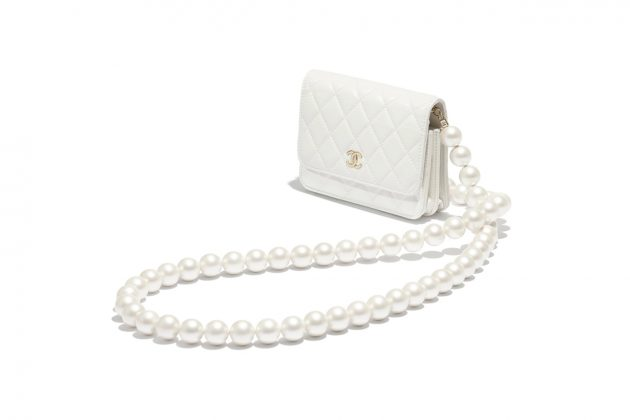 chanel 2020 fw wallet on chain pearl white