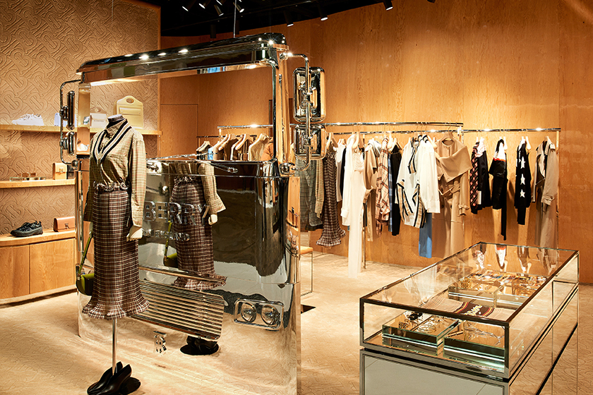 Burberry-new-store-K11- Musea-Tsim-Sha-Tsui