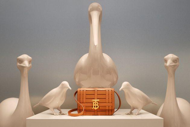 burberry taipei 101 pocket bag pink limited edition orange woven bag