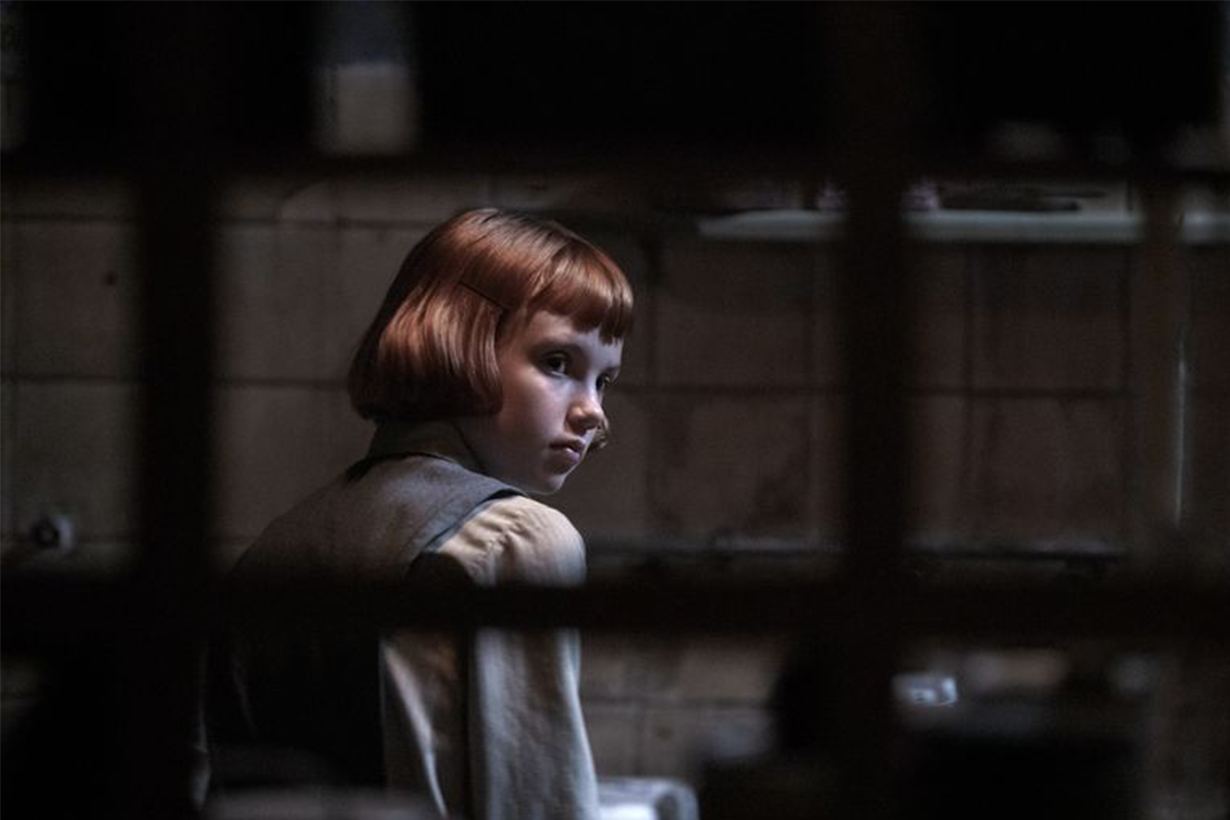Young Beth played by Isla Johnston