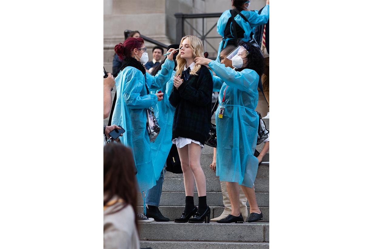 gossip girl reboot stills all cast met museum