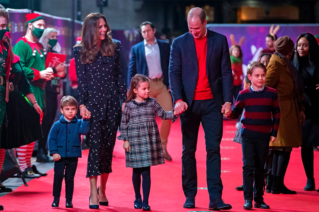 Britain's Prince William, Duke of Cambridge, his wife Britain's Catherine, Duchess of Cambridge, and their children Britain's Prince George of Cambridge (R), Britain's Princess Charlotte of Cambridge (3rd L) and Britain's Prince Louis of Cambridge (L) arrive to attend a special pantomime performance of The National Lotterys Pantoland at London's Palladium Theatre in London on December 11, 2020, to thank key workers and their families for their efforts throughout the pandemic. (Photo by Aaron Chown / POOL / AFP)