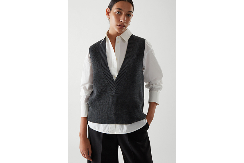 DEEP V-NECK KNITTED VEST