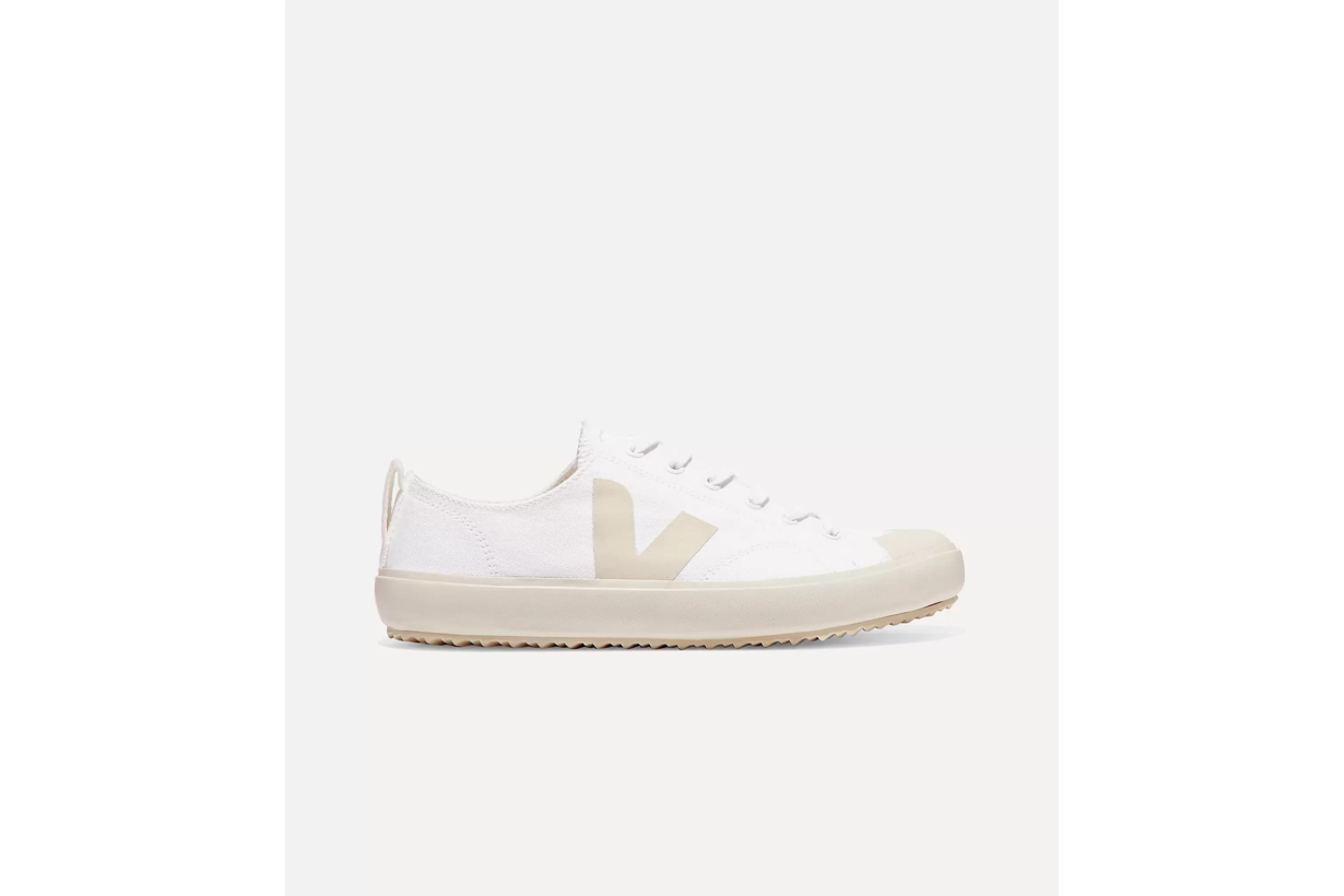 2021 Spring Summer Shoes Trends Fashion Trends Sneakers Flats Mules COMMON PROJECTS VEJA MAISON MARGIELA JIL SANDER JW ANDERSON BOTTEGA VENETA Slides