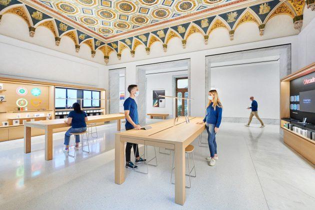 apple Via del Corso Rome Palazzo Marignoli 2021 italy