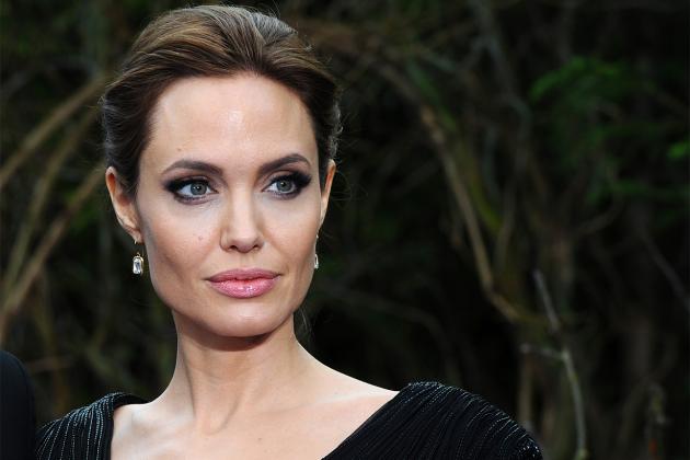 Angelina-Jolie-sexual-harassment-21-years-old-ex-husband-Brad-Pitt's-reaction-make-her-sad-03