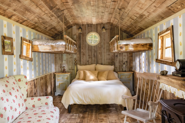 Disney-&-Airbnb-made-a-real-Winnie-the-Pooh-house-to-rent-02