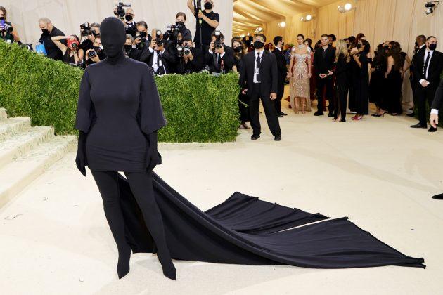 met gala kim kardashian kanye west balenciaga demna 2021 red carpet look