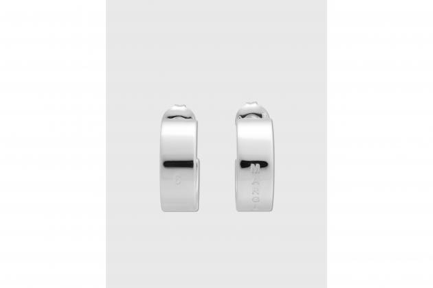 Nicole-Richie-said-hoop-earrings-are-the-everlasting-accessory-01
