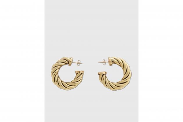 Nicole-Richie-said-hoop-earrings-are-the-everlasting-accessory-04