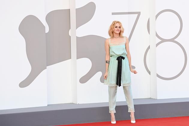 Kristen-Stewart-5-iconic-red-carpet-moments-1